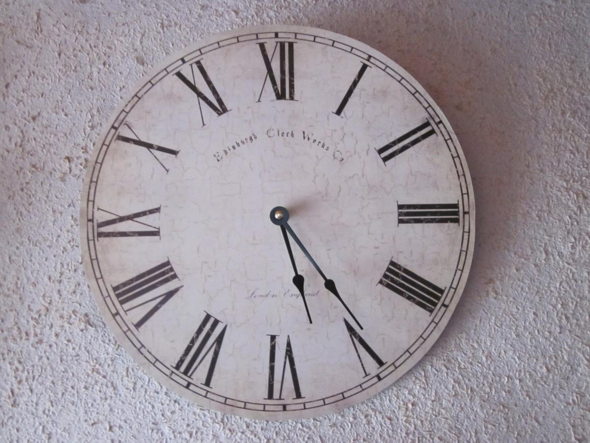 clock, time, hour, analog, nostalgia, scale, decor, circle, wall clock, clock face, roman numerals, nostalgic, shape, old clock, second, pointer, time indicating, time of, summer time, minutes, watches, pay, winter time, time travel, time machine, second hand, hour hand, minute hand, roman numbers, time conversion, uhrumstellung, home accessories, 24 hour clock, old wall clock