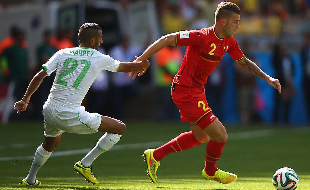 Alt: Toby Alderweireld is pulled back by Riyad Mahrez of Algeria - Photo by Ian Walton/Getty Images