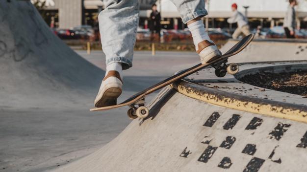 สเก็ตบอร์ด (Skateboard)