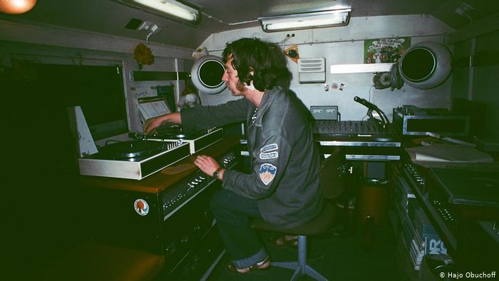 Хайо Обухов в своем дискомобиле