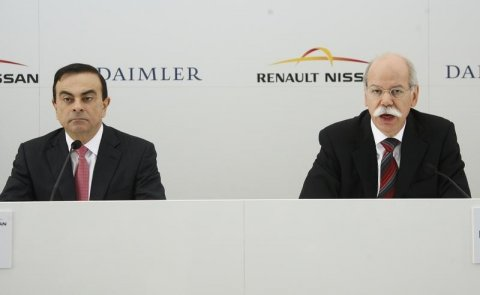 dieter-zetsche-r-chief-executive-officer-of-german-car-manufacturer-daimler-ag-and-carlos-ghosn-l-chief-executive-officer-of-renault-nissan-alliance-hold-a-news-conference-before-signing-an-agreement-in-brussels-april-7-2010-reutersthierry-roge.jpg