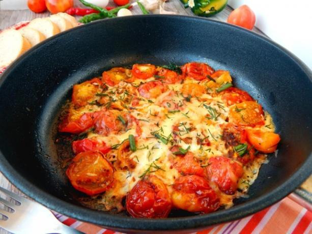 https://static.1000.menu/img/content/34894/omlet-s-pomidorami-i-kolbasoi-na-skovorode_1557837901_8_max.jpg