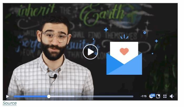 Lập chiến lược tiếp thị qua email của bạn với một video trong email của bạn (vì hình ảnh này là một anh chàng có khuôn mặt hài hước trong video)