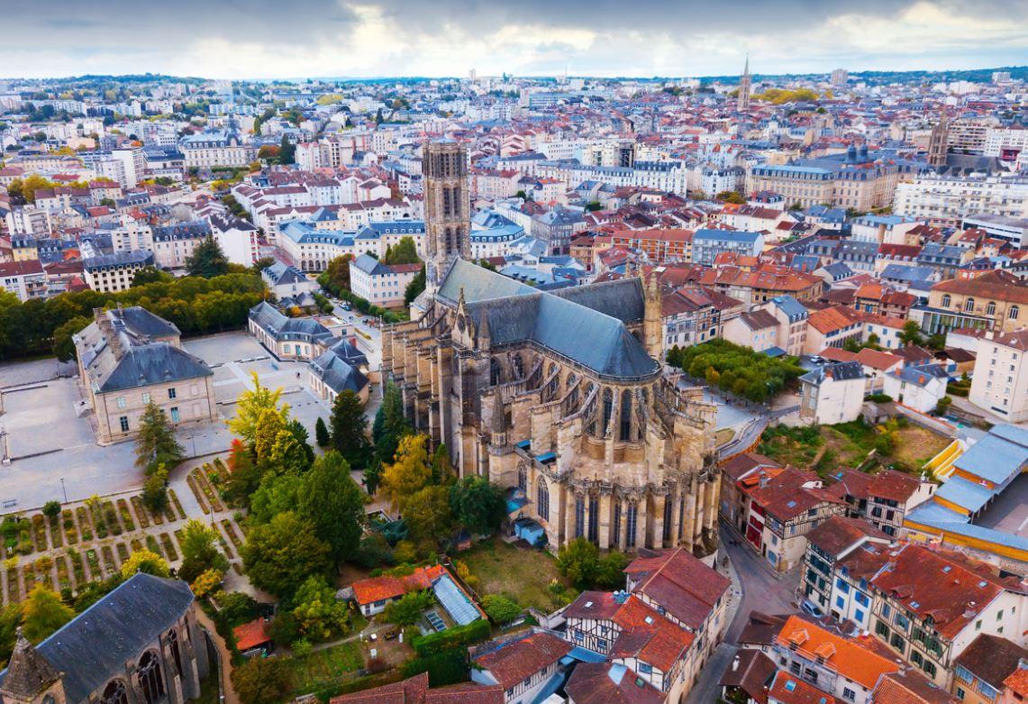 Limoges centre-ville coloré tourisme cathédrale Saint-Étienne de Limoges Nouvelle-Aquitaine