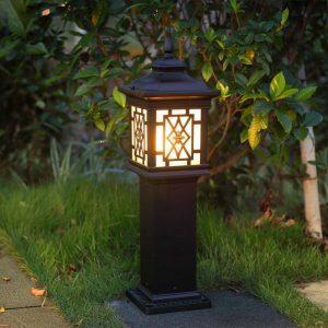 Một trong các mẫu đèn trang trí sân vườn đẹp năm 2019