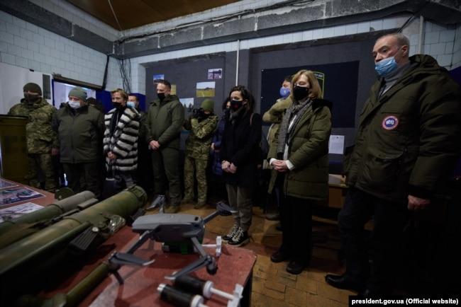 Бойовики стріляли навіть попри візит іноземних дипломатів – 11 лютого загинули двоє українських військових