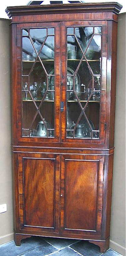 Угловой книжный шкаф, Франция, 18 век