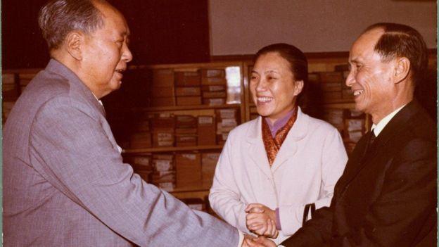 Chủ tịch Mao Trạch Đông của TQ đón Bộ trưởng NguyỠn Thị Bình và Đại sứ NguyỠn Văn Quang tại Trung Nam Hải, Bắc Kinh