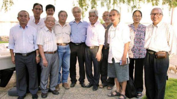 Một số thành viên của nhóm vận động thành lập Văn đoàn độc lập