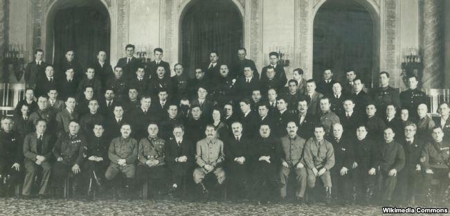 Группа делегатов и гостей XVIII съезда ВКП(б) от Приморской партийной организации с руководителями партии