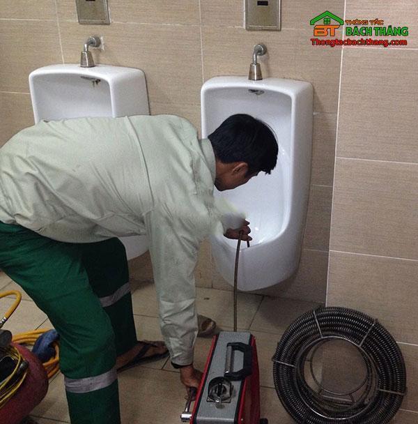 thông bồn cầu tại quận Tân Phú chuyên nghiệp BT homecare