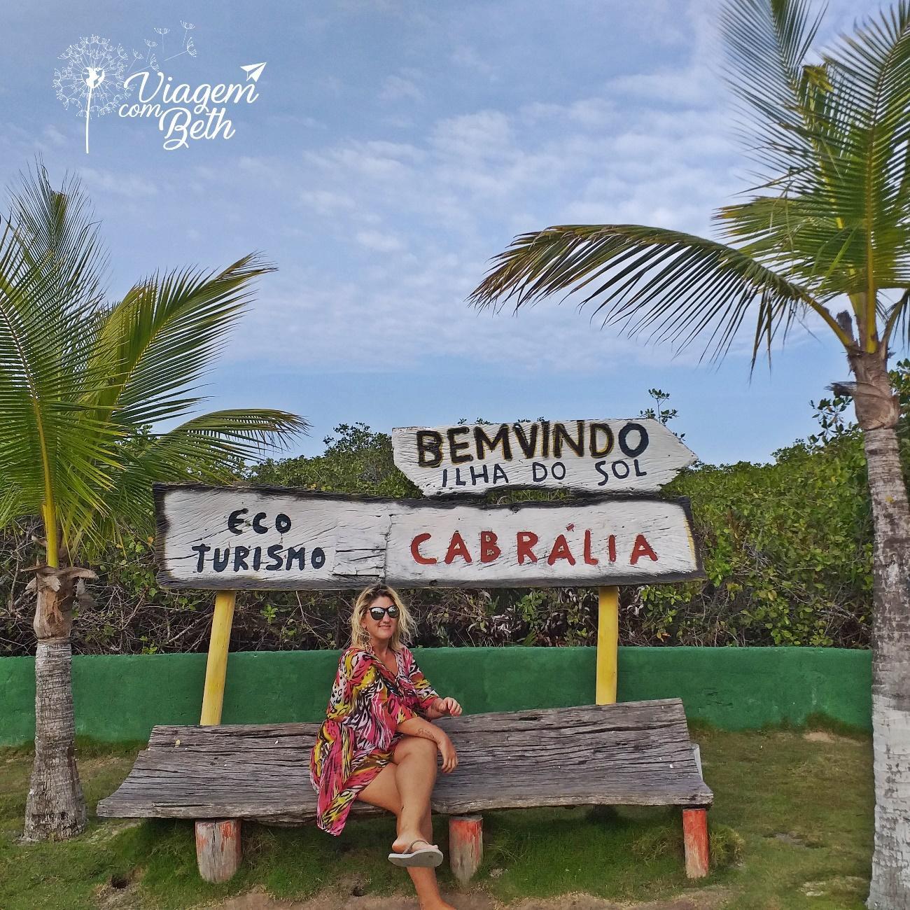 Beth no Banco, placa bem vindo a ilha do sol. SANTA CRUZ DE CABRÁLIA