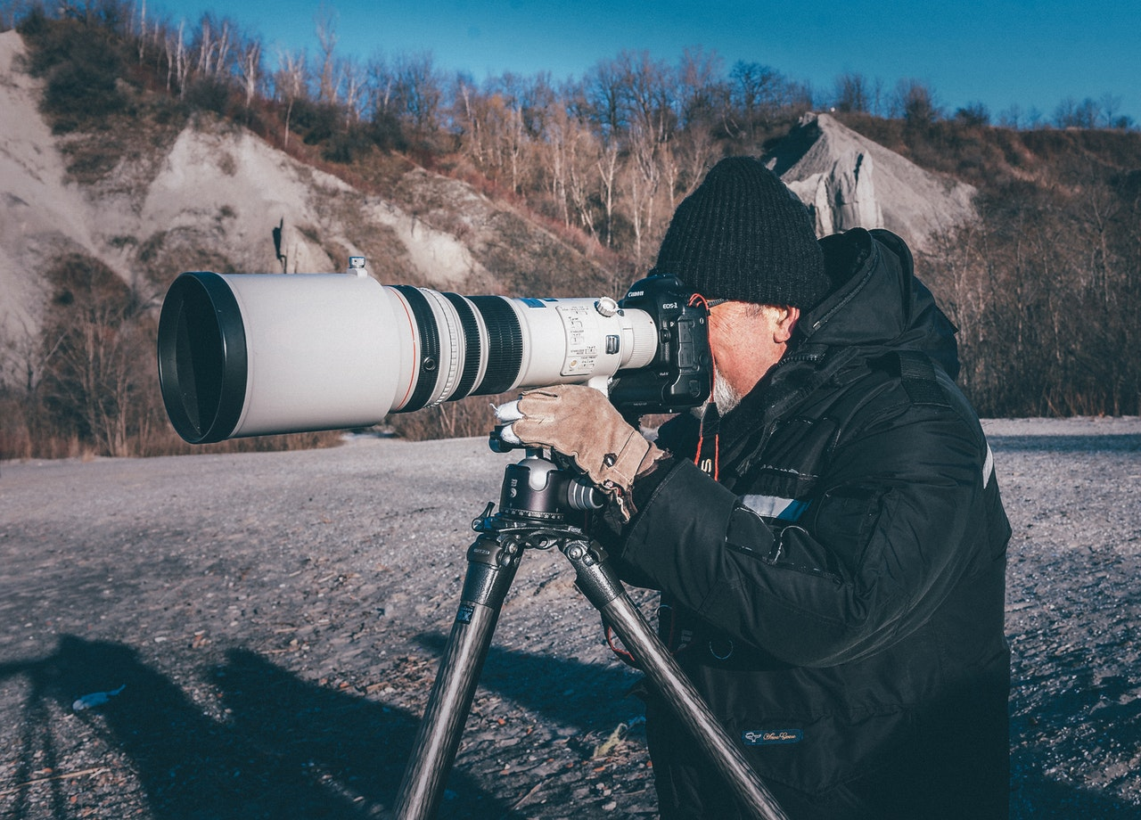 Some optical zoom lenses can be large, heavy and expensive
