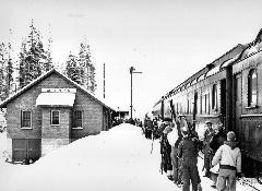 Passengers unloading the Snow Train at the West Portal Depot in 1938