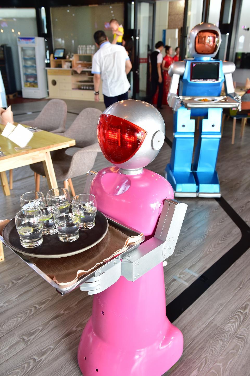 robot-server.jpg