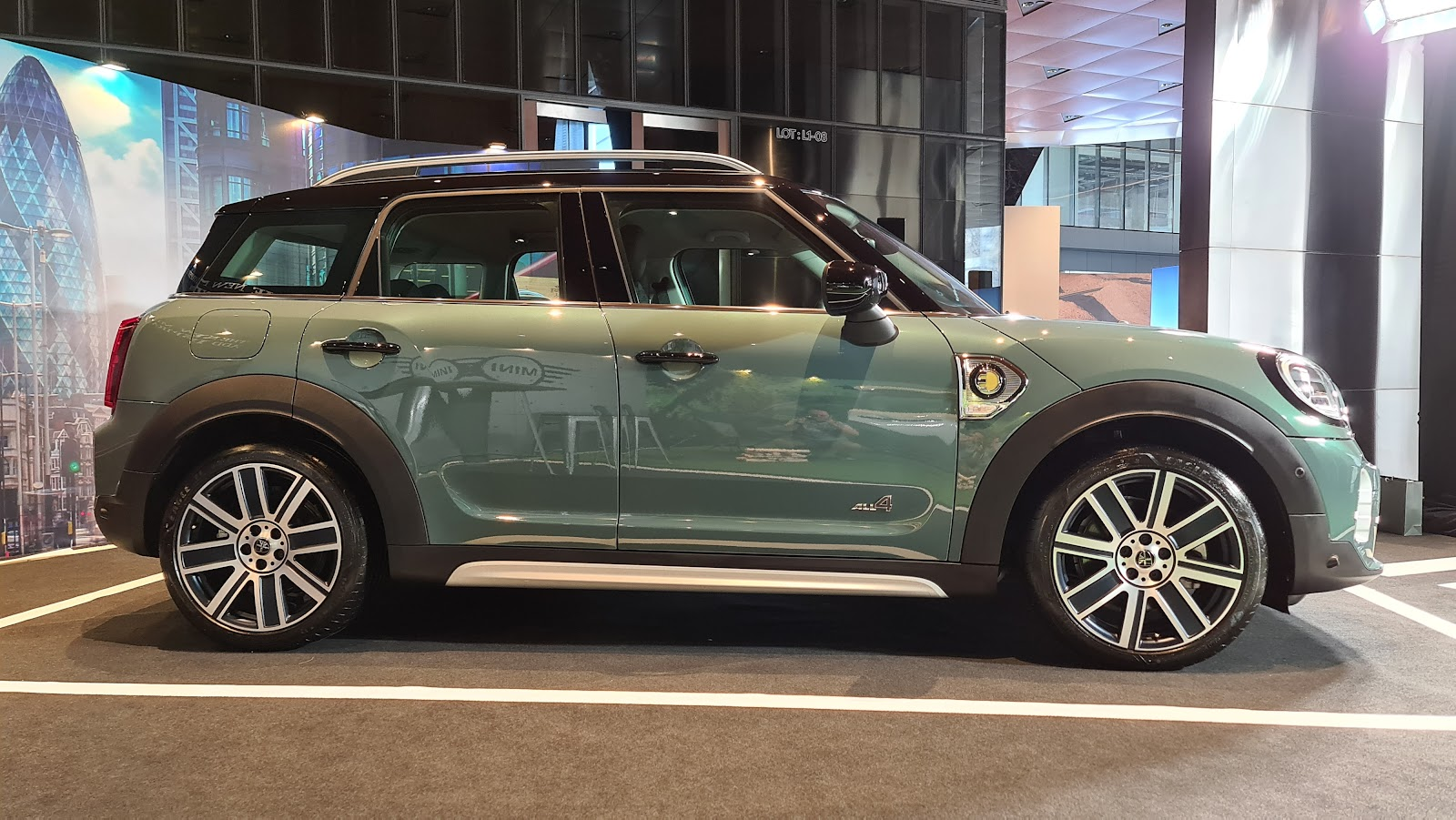 2021 MINI Cooper SE Countryman Side View
