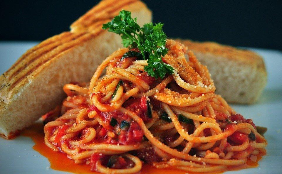 Pasta, Spaghetti, Italian Food, Tomato Sauce, Bread