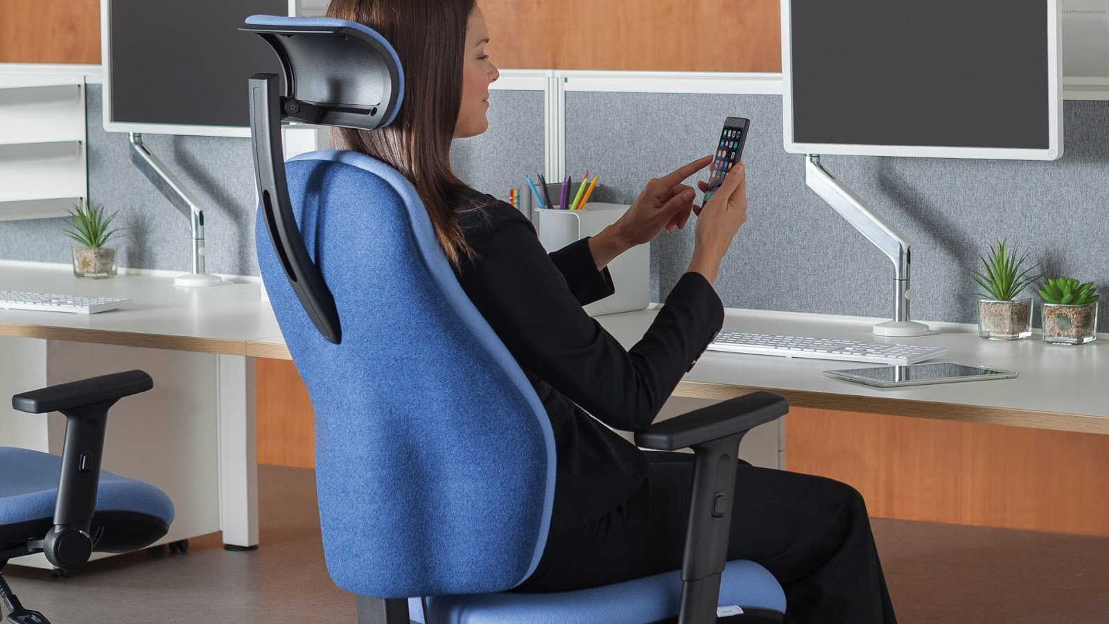 Orthopaedica high-back chair with headrest and arm rests