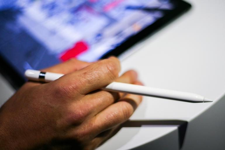 apple-event-sept9-apple-pencil-8466.jpg, spesifikasi dan harga, iPad Pro vs iPad Air 2, Spesifikasi Manakah yang Tangguh, terbaru 2016