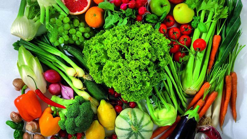 Phụ nữ giai đoạn hồi xuân nên ăn nhiều rau xanh.