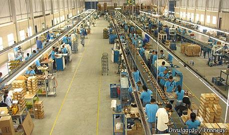 Resultado de imagem para interior de uma fábrica