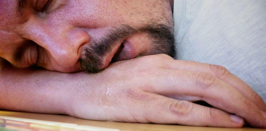 Pourquoi on bave parfois quand on dort   Slate.fr