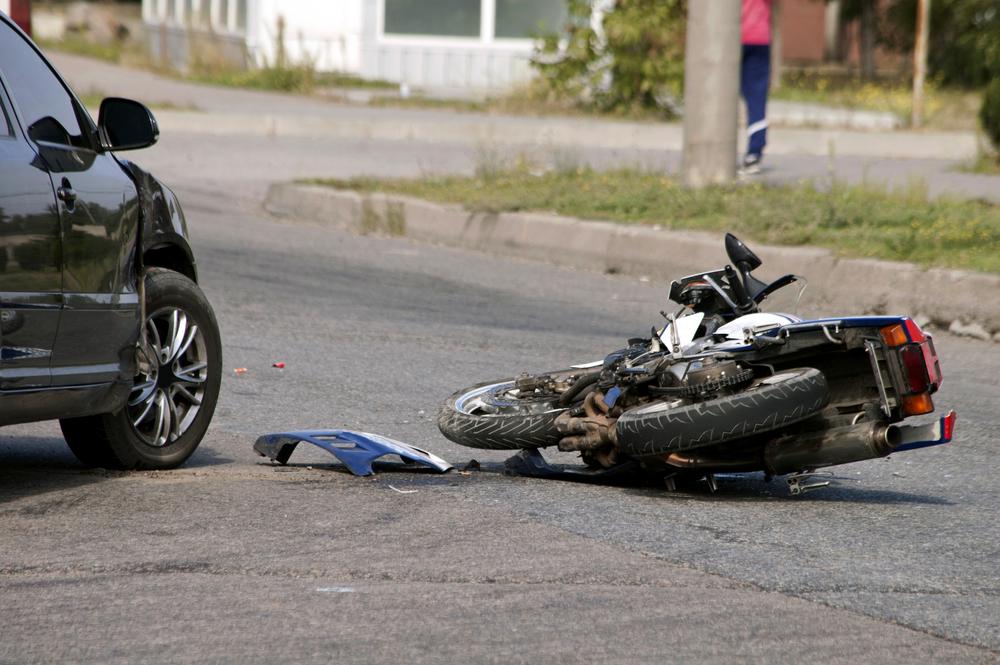 Transporte coletivo ineficiente e perda no poder de compra tendem a aumentar a adesão a motocicletas, cujos acidentes são os mais preocupantes. (Fonte: Shutterstock)