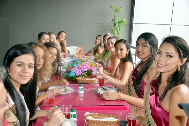 (CARLOS W) REINAS CHAPOLERAS EN EL C CIAL DEL CAFE 5.JPG