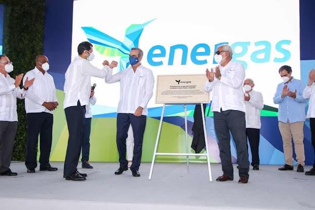 Presidente Abinader realiza encendido de 300 MW a gas natural en San Pedro de Macorís
