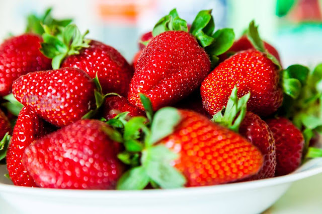 health benefits and harms of strawberries