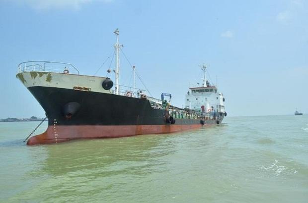 I:\Tampak Kapal Penyeludupan Minyak Ilegal yang ditangkap oleh Patroli BC Karimun.jpg
