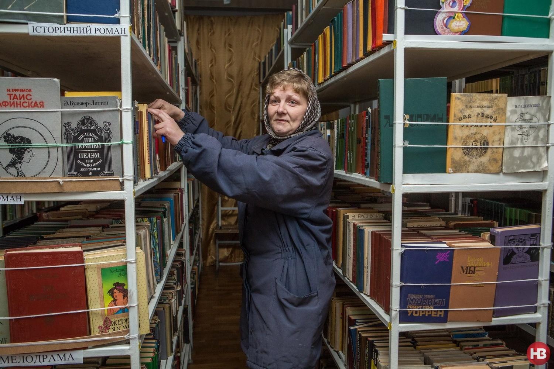 Заключенная Оксана работает библиотекарем в колонии уже два года