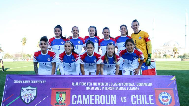 Chile line up prior to the Women Olympic Football Tournament <a href='/clubs/tokyo'>Tokyo</a> 2020 play-off against Cameroon. Ali Yedek / @LaRoja