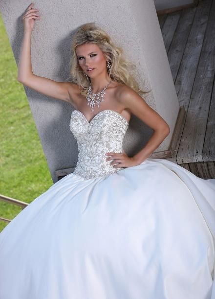 https://davincibridal.com/uploads/products/wedding_gown/50251AL.jpg