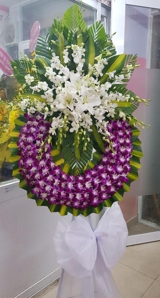 Cách dùng những vòng hoa viếng đám tang một cách hợp lý