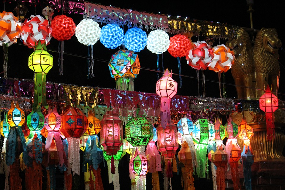 https://cdn.pixabay.com/photo/2016/08/06/13/52/lanterns-1574423_960_720.jpg