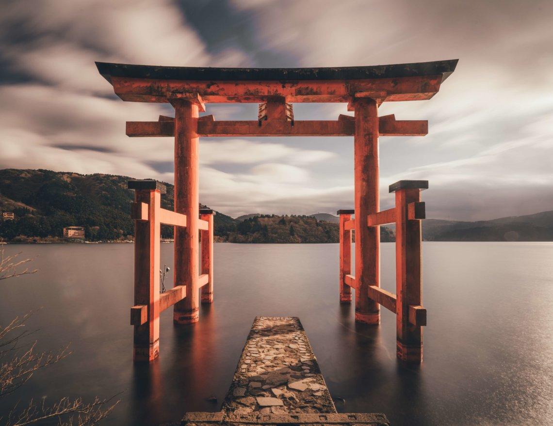 Hakone torii Lake Ashinoko Japan
