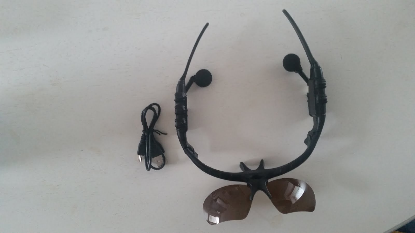 LUNETTES DE SOLEIL BLUETOOTH NOIR MUSIC TELEPHONE SAMSUNG IPHONE HTC + HOUSSE www.avalonlineshopping.com 17.jpg