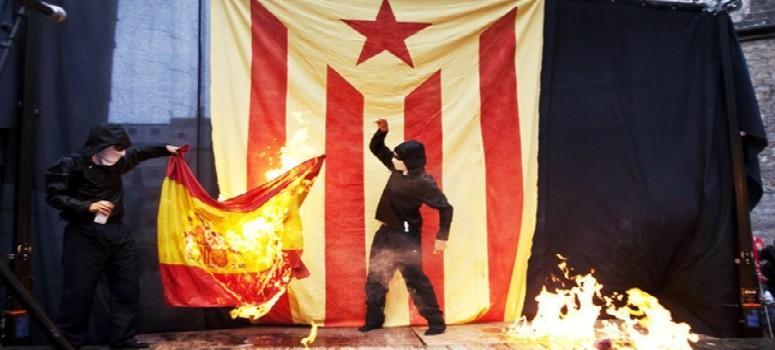 Resultado de imagen de quema banderas cataluña