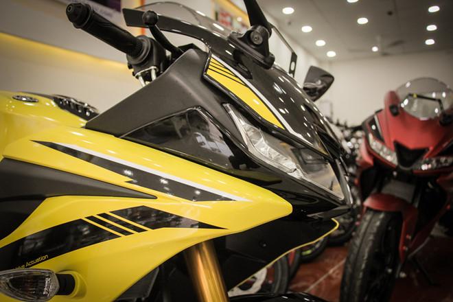 Yamaha YZF-R15 mau vang racing ve Viet Nam, gia 78 trieu hinh anh 3