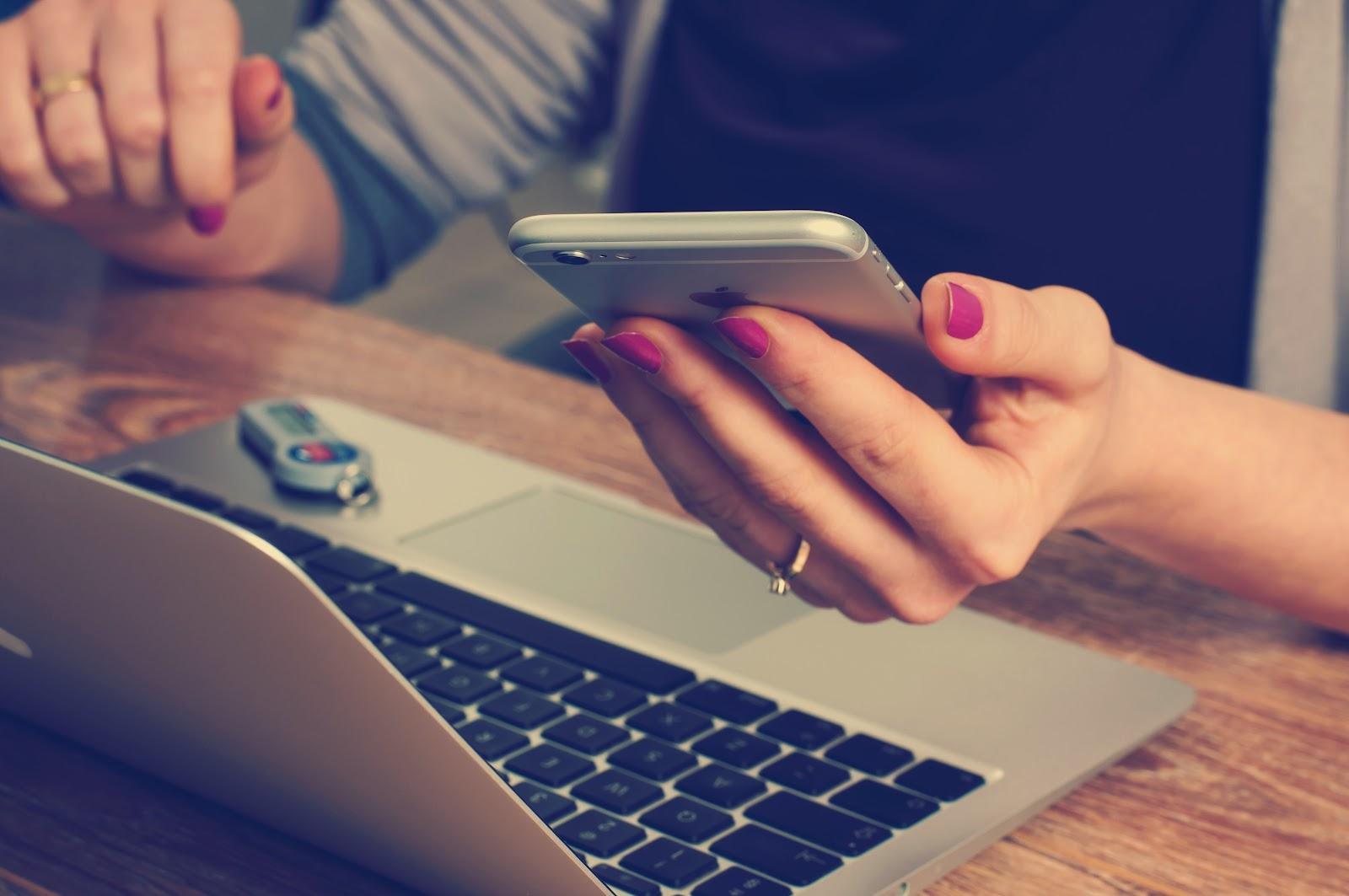 Revolut i karty wielowalutowe -Zawsze chroń swoje dane i pieniądze wykonując operacje na aplikacjach mobilnych!