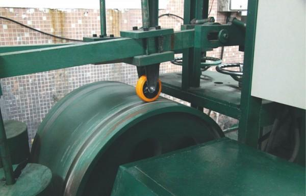 Non-Obstacle Dynamic Testing Equipment for Cylindrical Track
