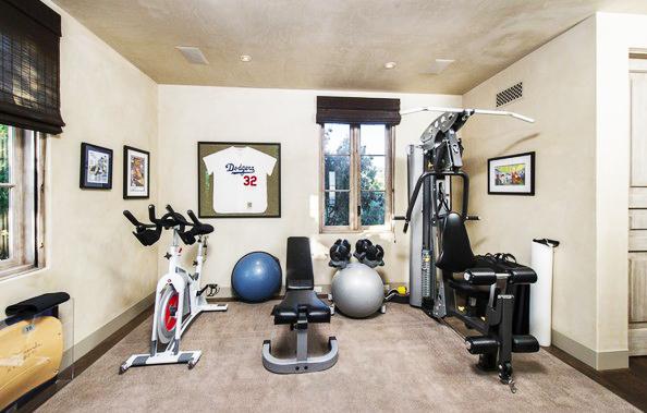 Tận dụng không gian trống làm phòng gym