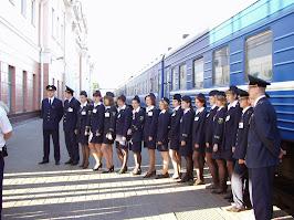 Трепетный момент отправления молодежной(комсомольской) бригады проводников в первый рейс