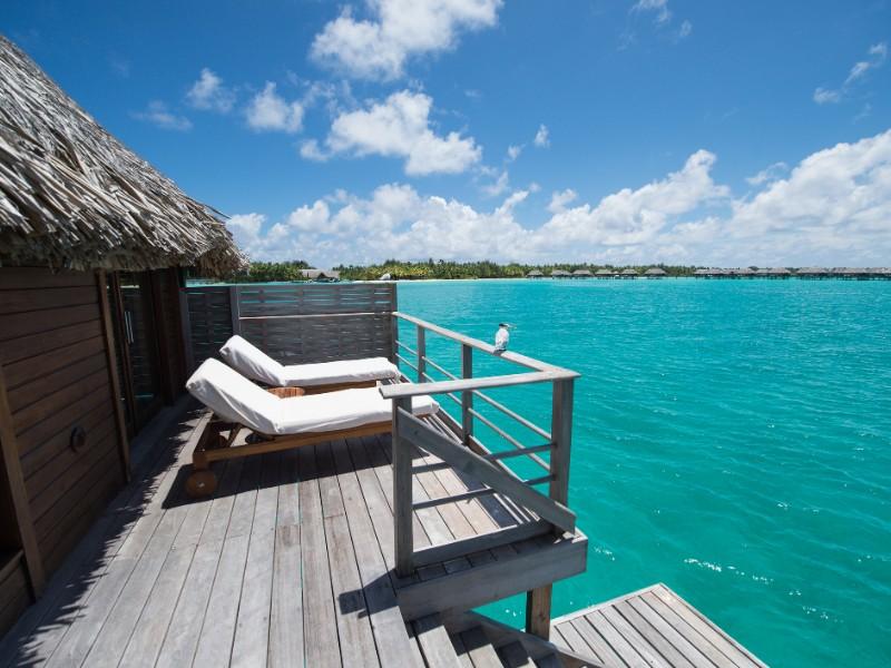 Bangalôs sobre a água no Taiti