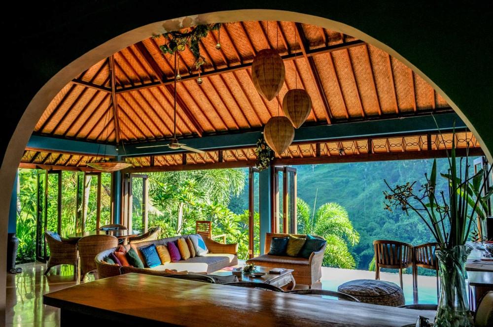 Inspirasi Desain Plafon dengan Material Rotan dan Kayu - sumber: www.arsitag.com