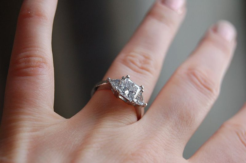 800px-Diamond_ring_by_Jennifer_Dickert.jpg