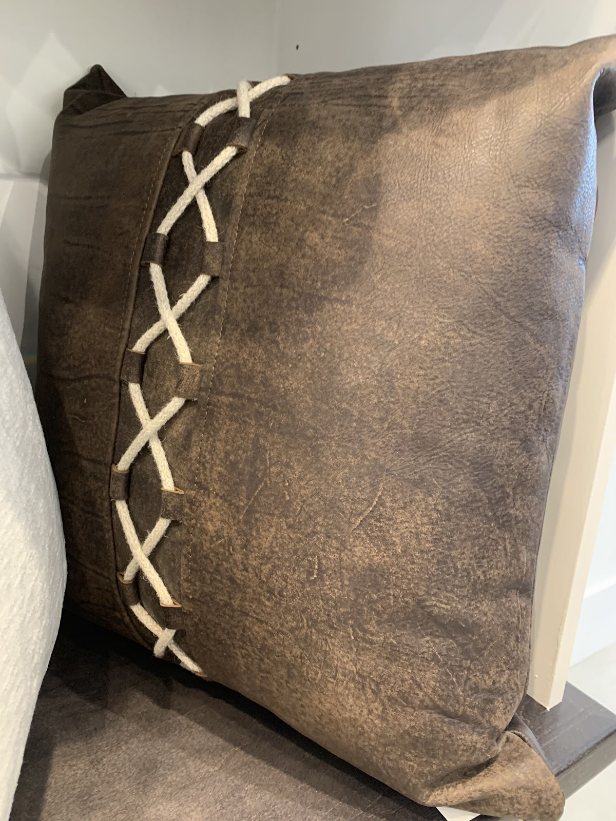 Tara Fust Design northern Atlanta, timeless, effortless home decor and furniture trends: pillow details