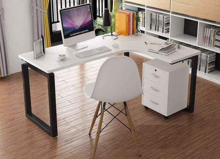 Nên mua bàn làm việc chất liệu gì cho văn phòng hiện đại