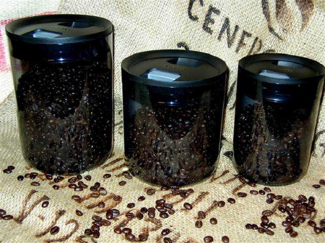 Để giữ nguyên hương vị cà phê nguyên chất, các bạn nên bảo quản chúng vào tủ đông của tủ lạnh